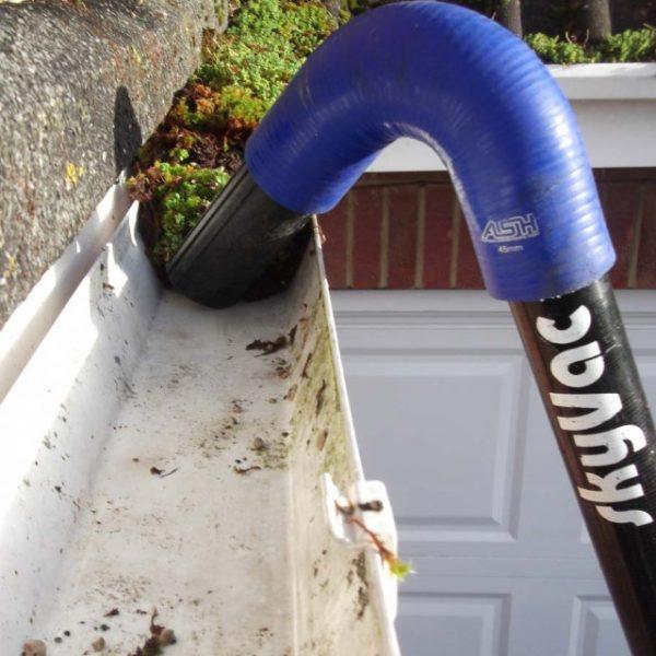 gutter vacuum to clean gutter